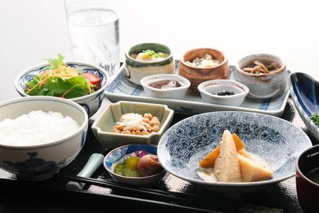 富山の食文化が凝縮した、新緑の季節を告げる煮物