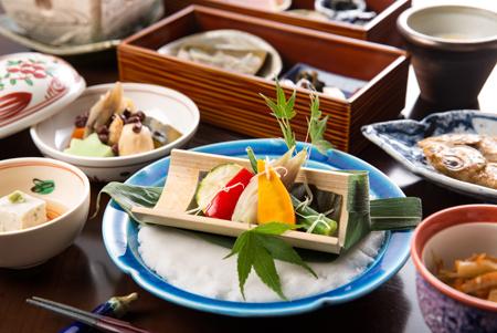 旬のとなみ野野菜が彩る、富山の郷土食の新しいおいしさ